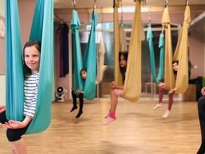 Letajici joga pro deti